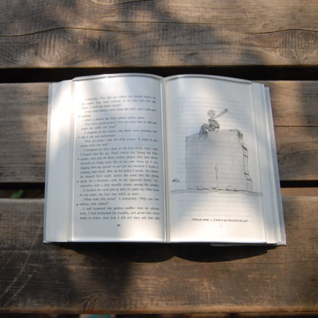 Peso transparente para libro