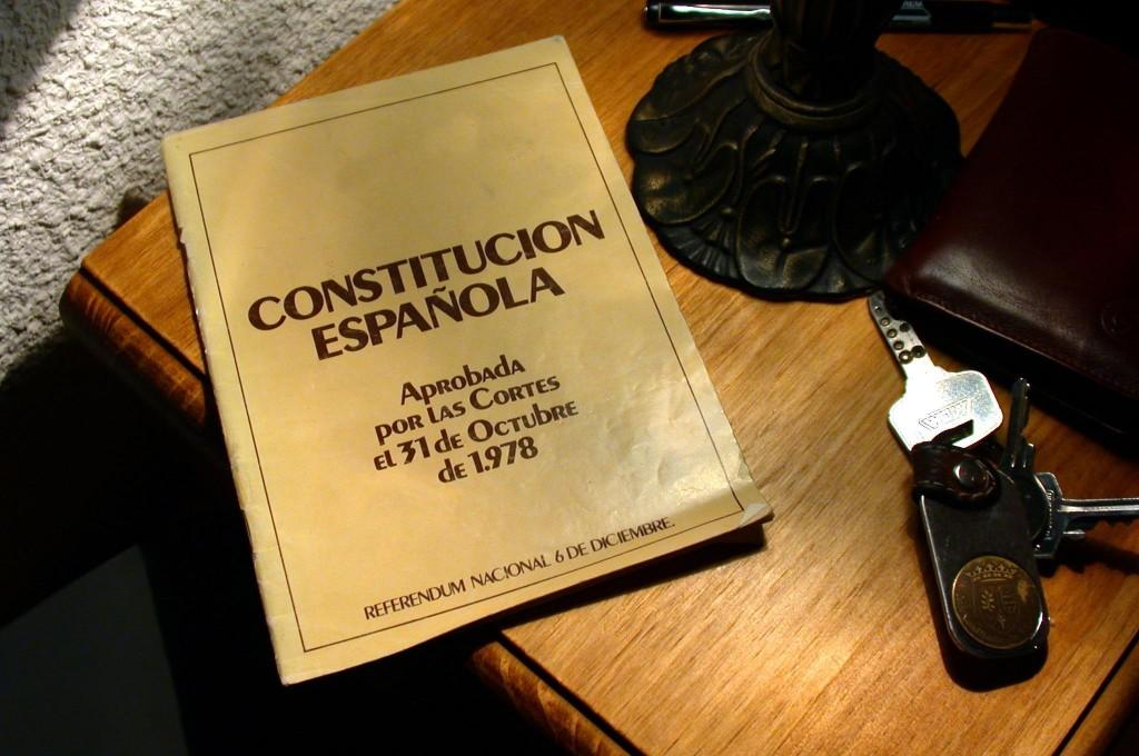 Ejemplar de la Constitución española. Banco de imágenes de Intef.